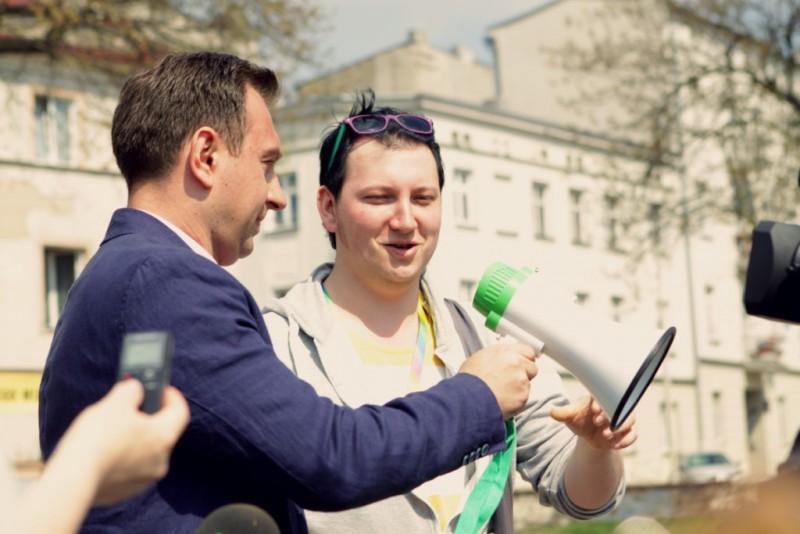 Tomasz Trela - wiceprezydent Łodzi i Damian Graczyk - ówczesny prezes Fabryki Równości; Marsz Równości, Łodź 2015. Archiwum Stowarzyszenia Fabryka Równości.