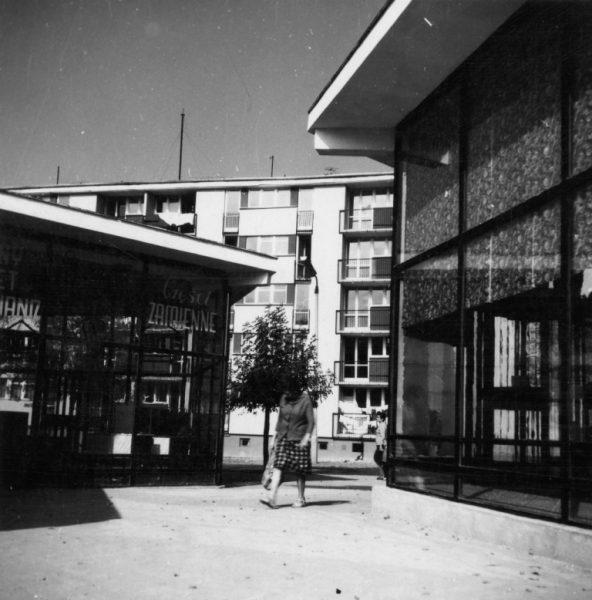 Ciąg pawilonów handlowych przy ul. Broniewskiego 63/67; lata 1960.