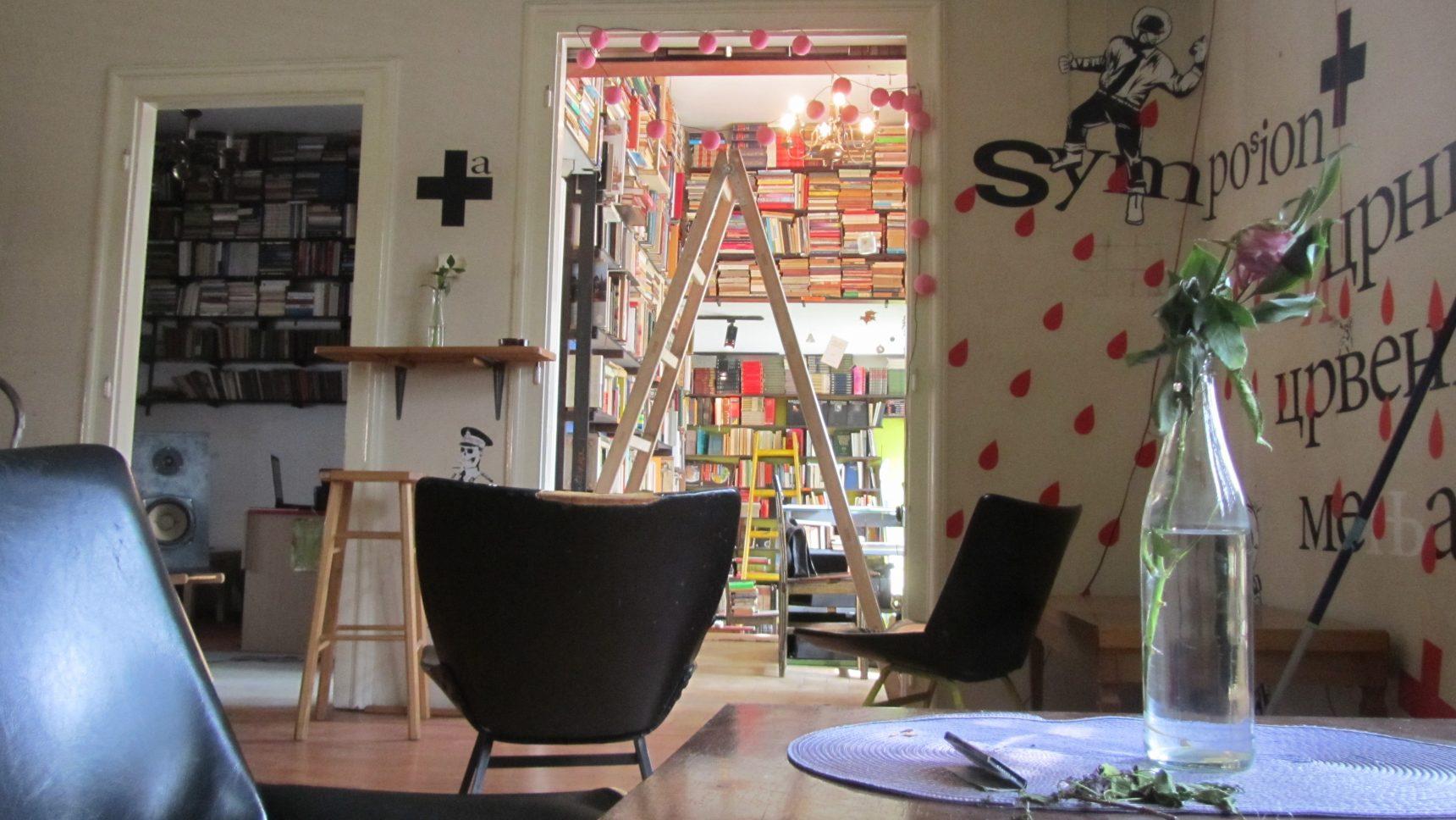 Materra Mesto Prostorija - centrum kulturalne mieszczące księgarnię, kawiarnię, galerię, studio nagrań i czytelnię lesbijską. Fot. Piotr Goldstein